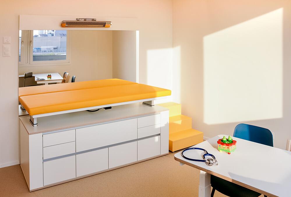 Behandlungszimmer der Kinderarztpraxis Minimed in Winterthur